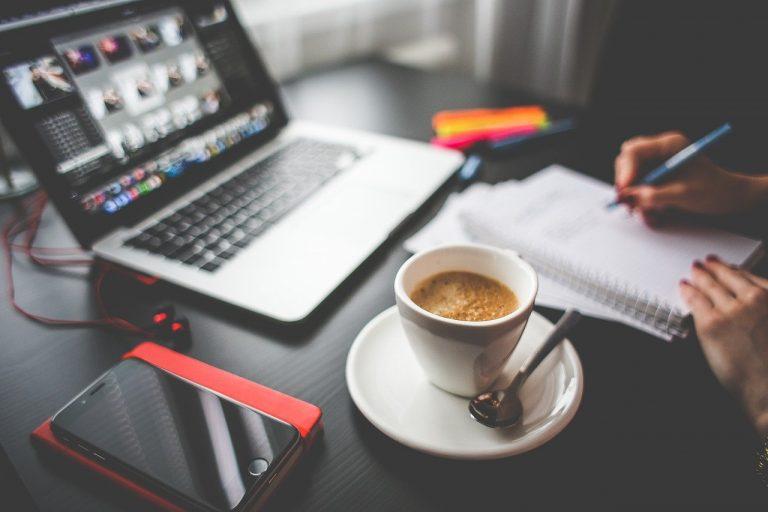Motivador registro de datos y mercadeo entre empresas